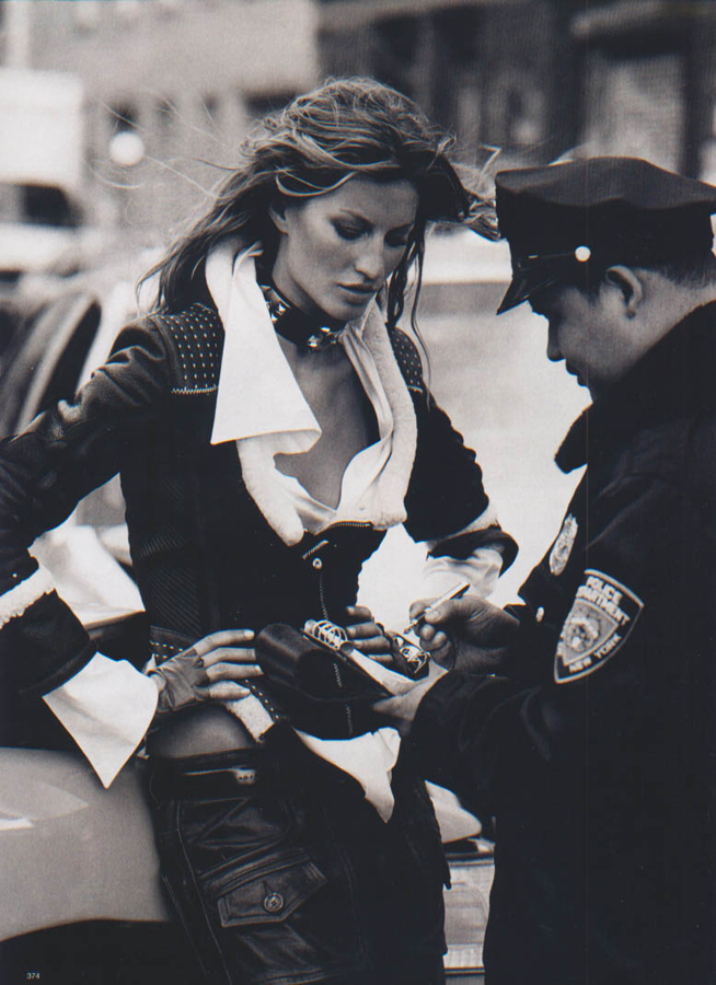 gisele_bundchen-ph.peter_lindberg-harper's_bazaarUS-september2004-urban_essentials-6